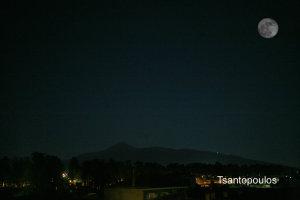 Το φαινόμενο της Σούπερ Σελήνης από την Λάρισα (φωτ.)