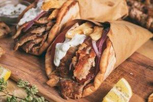 Οι Ελληνες «κόβουν» το delivery… λόγω κρίσης και τηλεοπτικών συνταγών!
