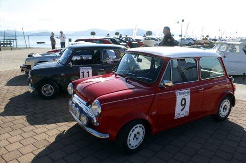«Παρέλαση» από παλιά Mini Cooper στο Βόλο