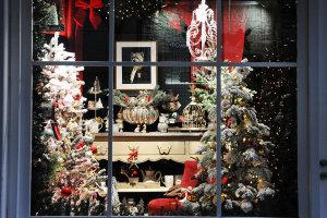 Βόλτα στις όμορφες Χριστουγεννιάτικες βιτρίνες της Λάρισας (φωτ.)