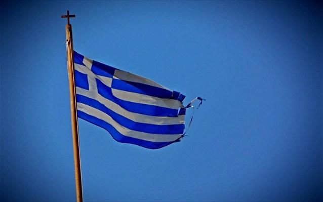 Tης πατρίδας η σημαία… Γράφει ο Άκυς Μητσούλης