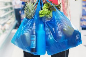 Μεγαλύτερη η χρέωση της πλαστικής σακούλας του χρόνου
