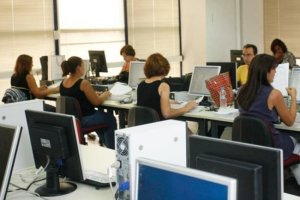 Δημόσιο: «Ψαλίδι» μισθών για 90.000 υπαλλήλους