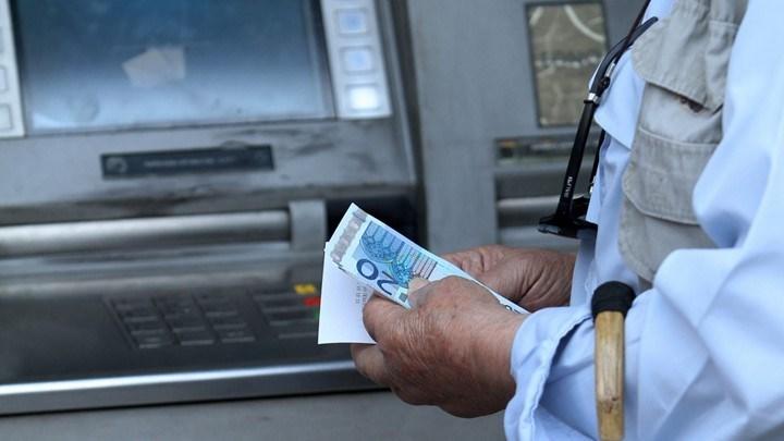 Περισσότερα χρήματα στους τραπεζικούς λογαριασμούς συνταξιούχων (ΠΙΝΑΚΑΣ)