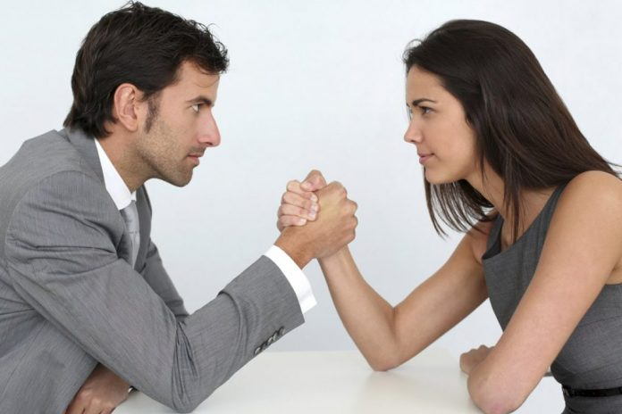 Οι γυναίκες έχουν 5 ώρες λιγότερες ελεύθερο χρόνο από τους άντρες