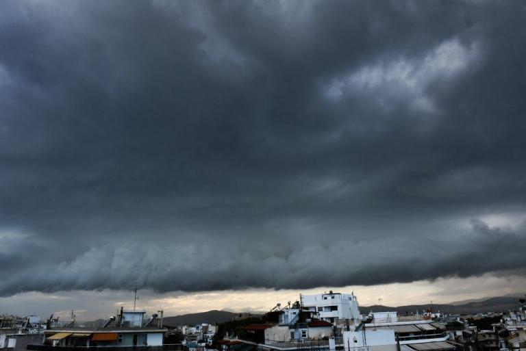 Νεφώσεις και καταιγίδες στη Θεσσαλία