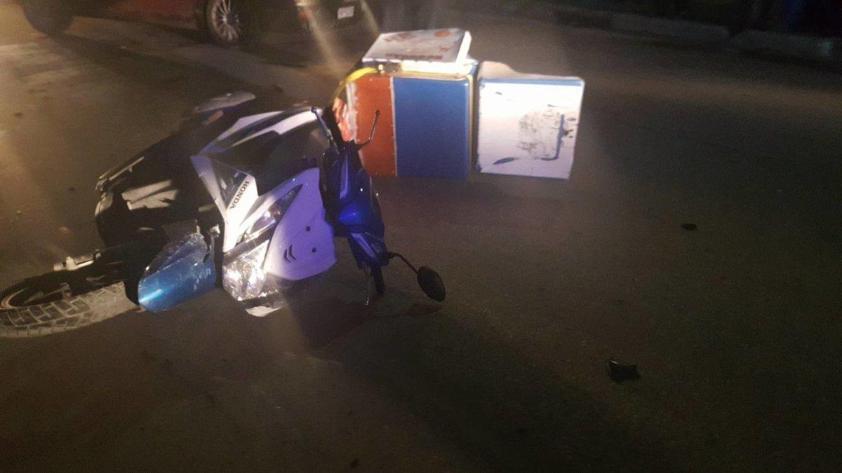 Λάρισα: Ντελιβεράς τραυματίστηκε σε τροχαίο (φωτ.)