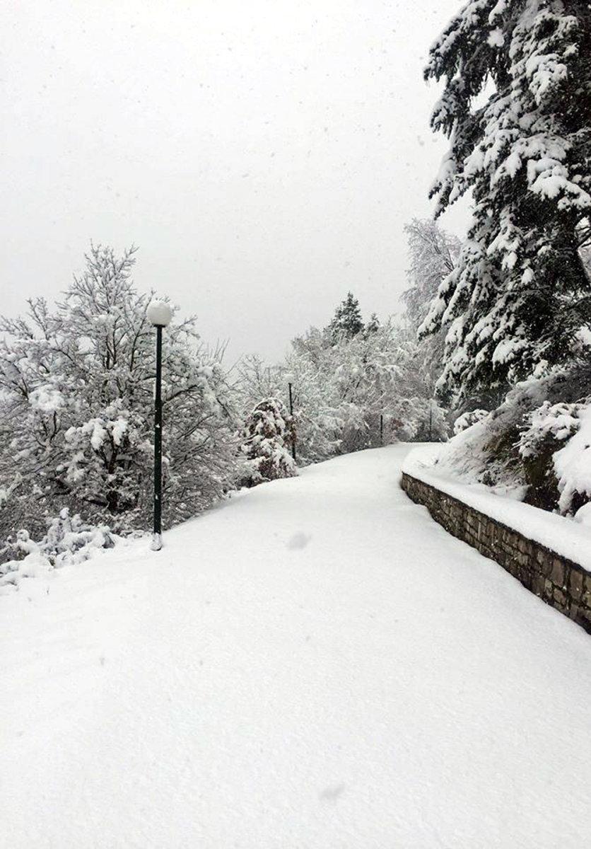 Το πέρασμα της «Ιοκάστης» από την Καρδίτσα έφερε χιόνια στα ορεινά (VIDEO)