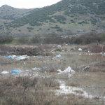 Απέραντος σκουπιδότοπος έξω από το Καλοχώρι (φωτ.)