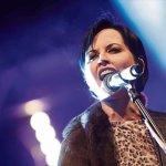 """Πέθανε η τραγουδίστρια των Cranberries, Dolores O"""" Riordan"""