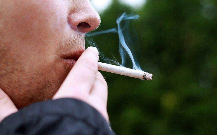 Ένας στους δύο Έλληνες που προσπαθεί να κόψει το κάπνισμα, δεν το καταφέρνει