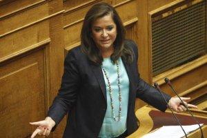 Ντόρα Μπακογιάννη: «Η κυβέρνηση θα πέσει και μάλιστα με κρότο»