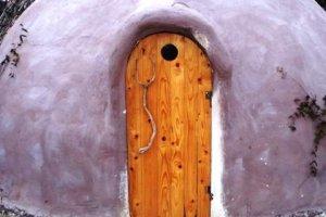 Cob: Δυο Λαρισαίοι φτιάχνουν σπίτια από άχυρο και πηλό, από 1.500 ευρώ