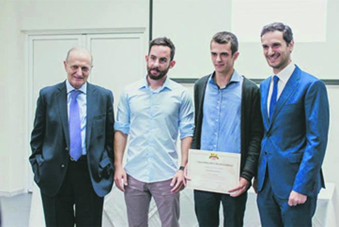 Από αριστερά ο κ. Γεώργιος Κίκιζας πρόεδρος, ο κ. Φώτιος Καλτσάς 1ος επιτυχών για την υποτροφία 2016 - 17, ο κ. Κων/νος Σιάππας 1ος επιτυχών για την υποτροφία 2017 - 18 και ο κ. Αλέξανδρος Κίκιζας διευθύνων σύμβουλος