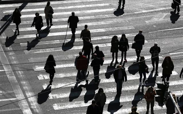 Ποιοι κλάδοι συμβάλλουν στο να μειώνεται αργά αλλά σταδιακά η ανεργία