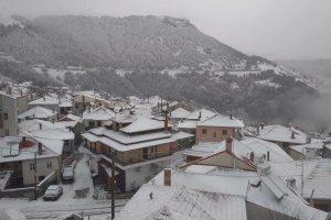 Λάρισα: Χιόνι στα ορεινά (φωτ.) – Πολύωρη διακοπή ρεύματος