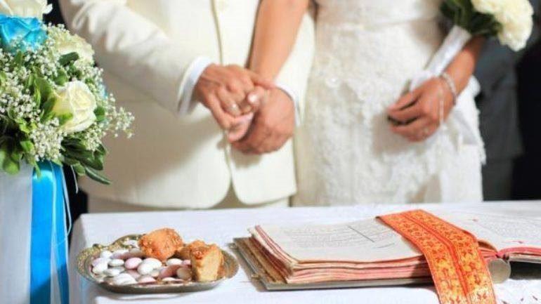 Είπε να παντρευτεί μέσα στις Απόκριες και… το «πλήρωσε»
