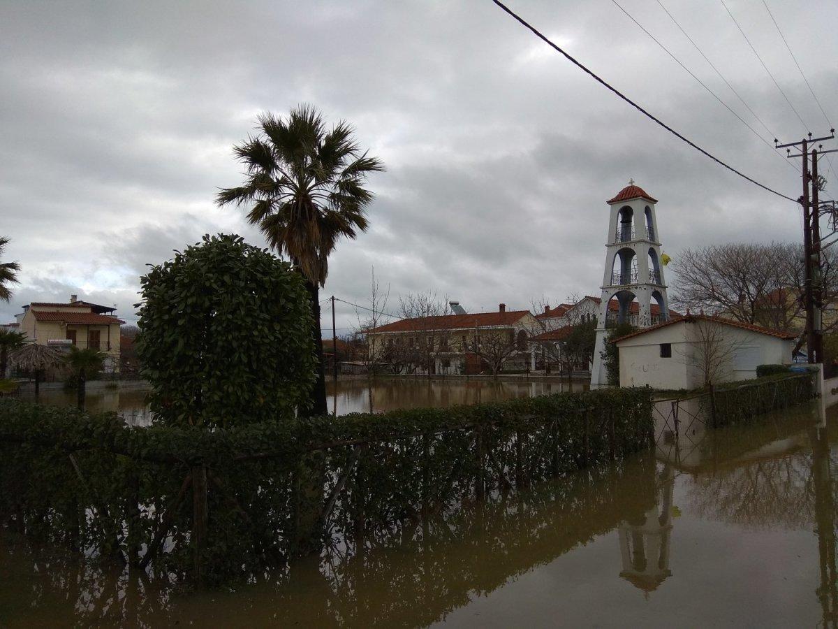 Λάρισα: Εικόνες από την πλημμύρα στα παράλια