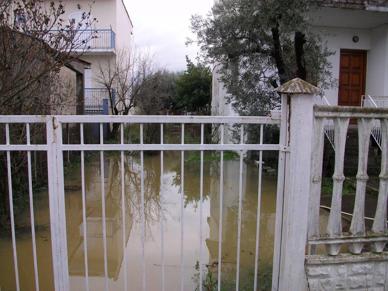 πλημμυρα παραλια