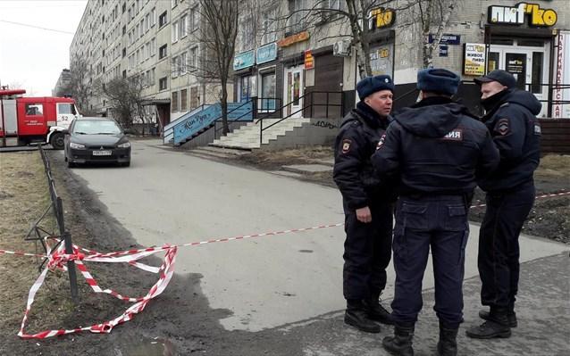Αυτοκίνητο έπεσε πάνω σε πλήθος – Νεκροί γυναίκα και αγοράκι τριών ετών