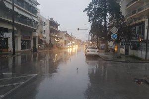 Εικόνες από την βροχερή Λάρισα