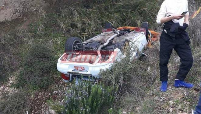 Αυτοκίνητο έπεσε σε χαράδρα