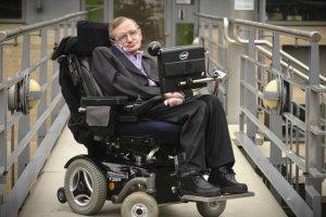 Στίβεν Χόκινγκ: Ο άνθρωπος που νίκησε τον χρόνο και έγραψε την ιστορία του