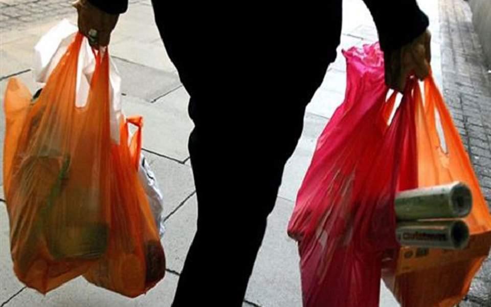 Σημαντική αλλά όχι επαρκής η μείωση της πλαστικής σακούλας