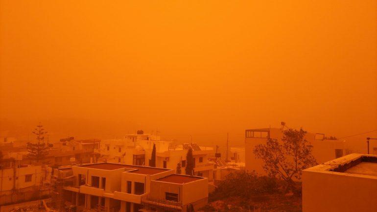 Ο ουρανός βάφτηκε… κόκκινος! – Απίστευτες εικόνες στην Κρήτη