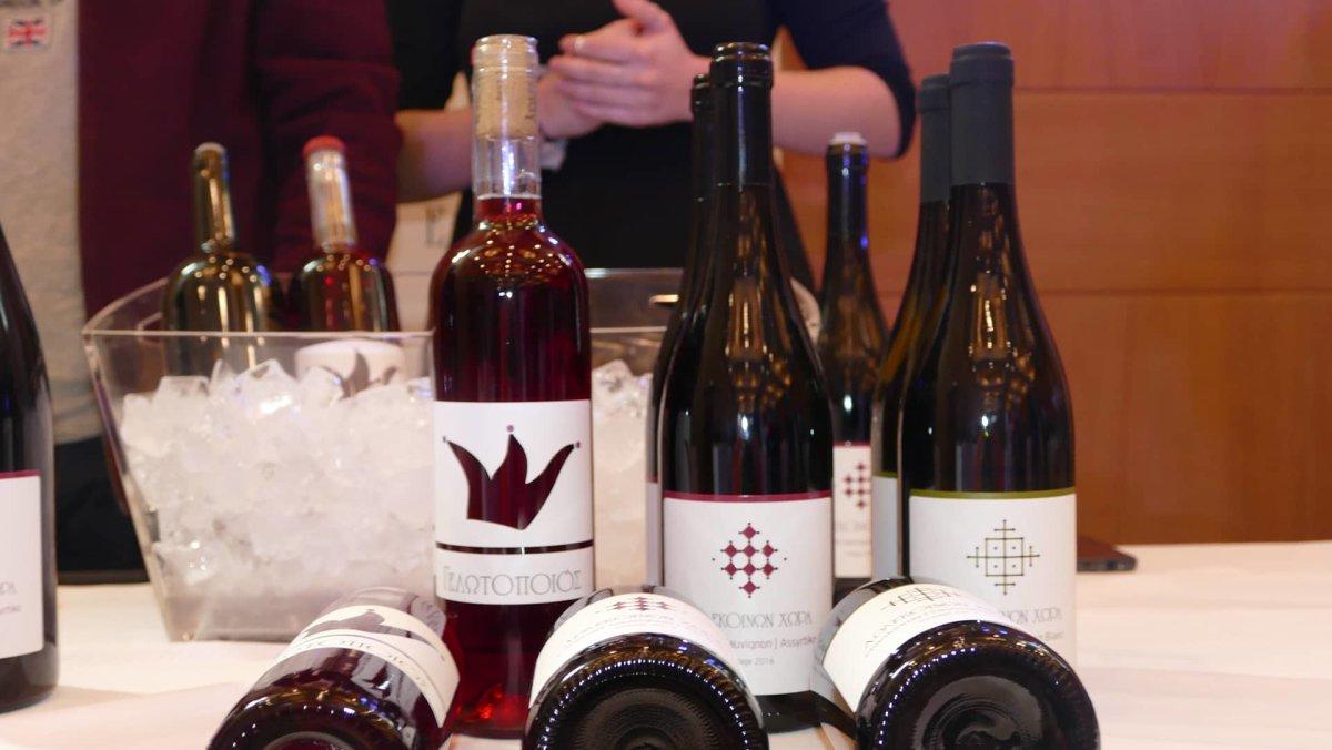 Ξεκίνησε το 1ο Φεστιβάλ κρασιού στη Λάρισα (φωτ.)