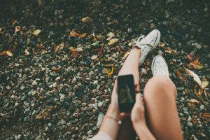 DW: Τα social media κάνουν τα κορίτσια δυστυχισμένα