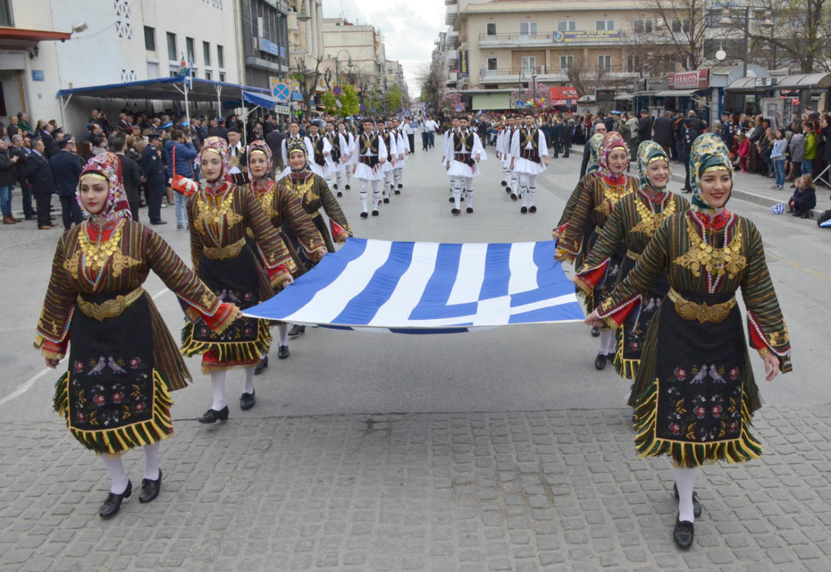 Κλικς από την παρέλαση στη Λάρισα (φωτ.)