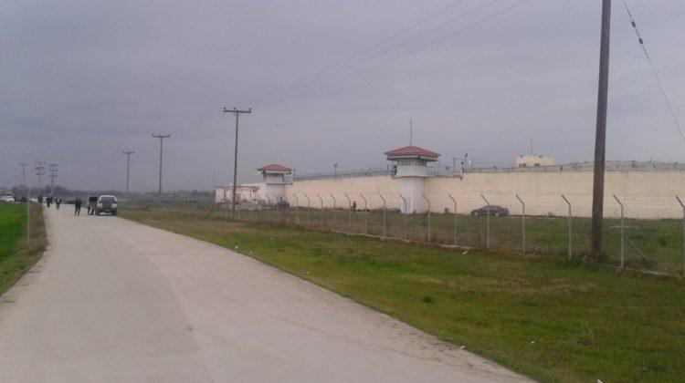 Σε εξέλιξη ομηρία σωφρονιστικού υπαλλήλου στις Φυλακές Τρικάλων