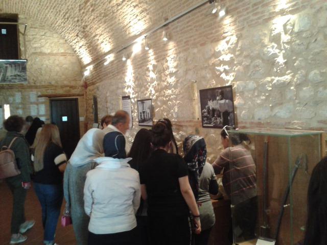 Γυναίκες πρόσφυγες στο Μουσείο Εθνικής Αντίστασης Λάρισας