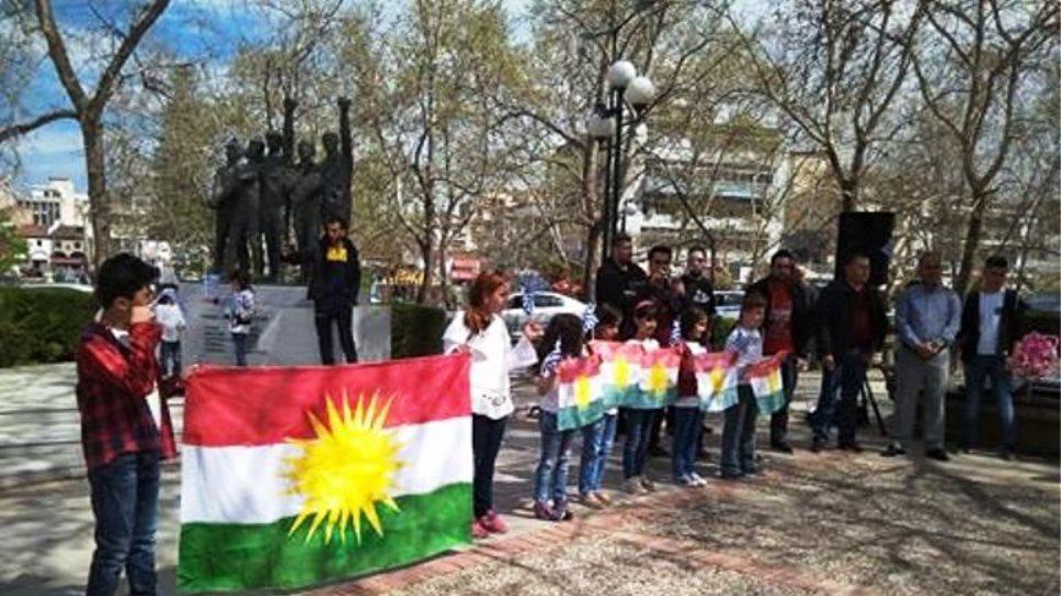 Κούρδοι πρόσφυγες γιόρτασαν το Νεβρόζ σε κεντρική πλατεία των Τρικάλων