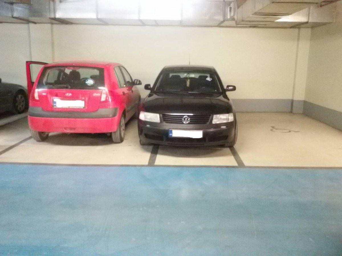 «Μπλόκαρε» χώρο στάθμευσης για άτομα με αναπηρία (φωτ.)