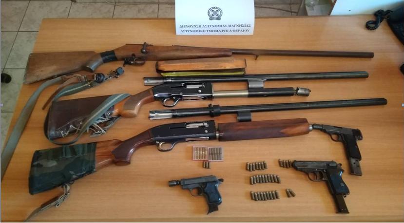 Χειροπέδες σε 56χρονο για παράνομη κατοχή όπλων