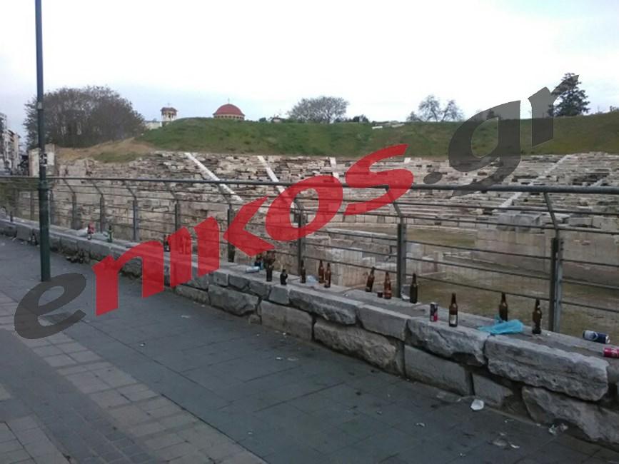 Αρχαιο Θεατρο Λαρισας σκουπιδια