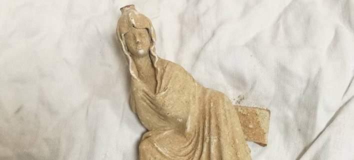 Αρχαιοκάπηλος είχε κρυμμένο αγαλματίδιο στο κάθισμα του οδηγού