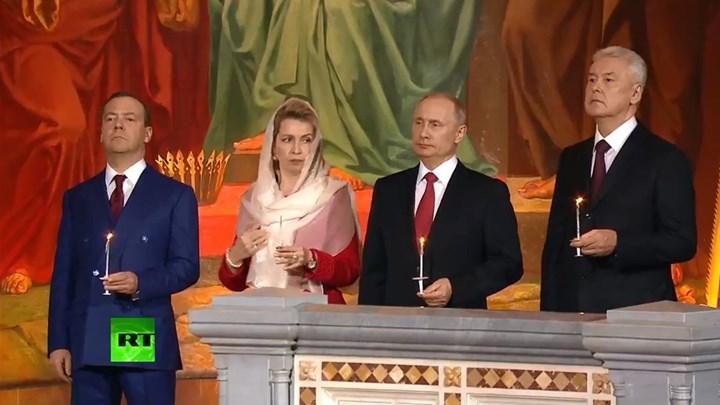 Μαζί έκαναν Ανάσταση Πούτιν – Μεντβέντεφ (βίντεο)