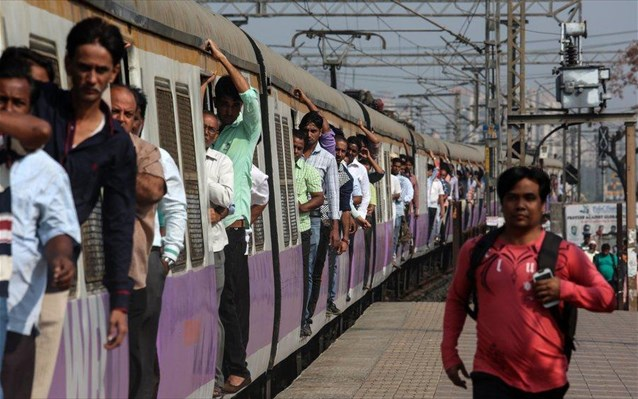 Ινδία: Τρόμος στις ράγες για 1.000 επιβάτες