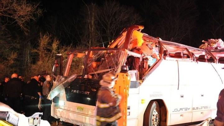 ΗΠΑ: Οδηγός σχολικού υπολόγισε λάθος το ύψος γέφυρας και συνέθλιψε την οροφή του λεωφορείου- Στο νοσοκομείο 38 μαθητές