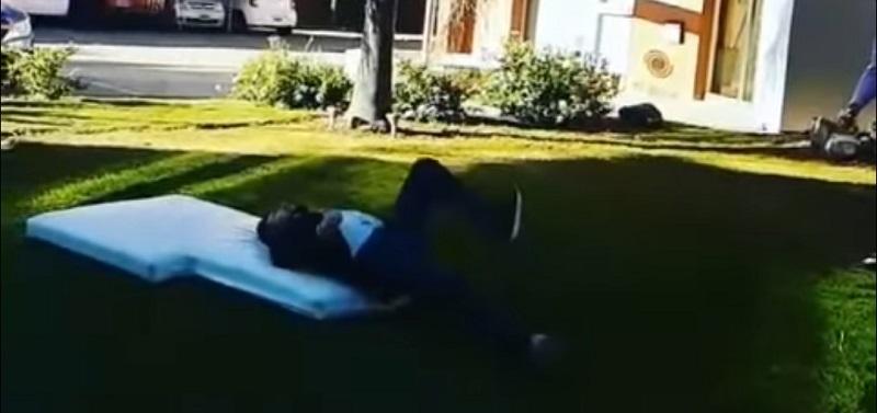 Δημοσιογράφος πήγε να μιμηθεί το ψαλιδάκι Ρονάλντο και έσπασε το πόδι του