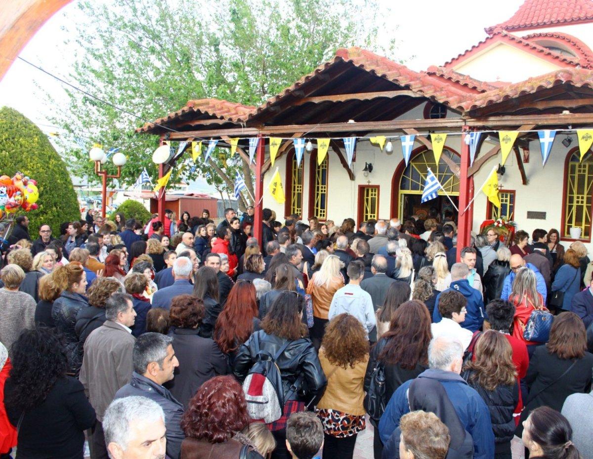 Πλήθος πιστών στο Ομορφοχώρι (φωτ.)