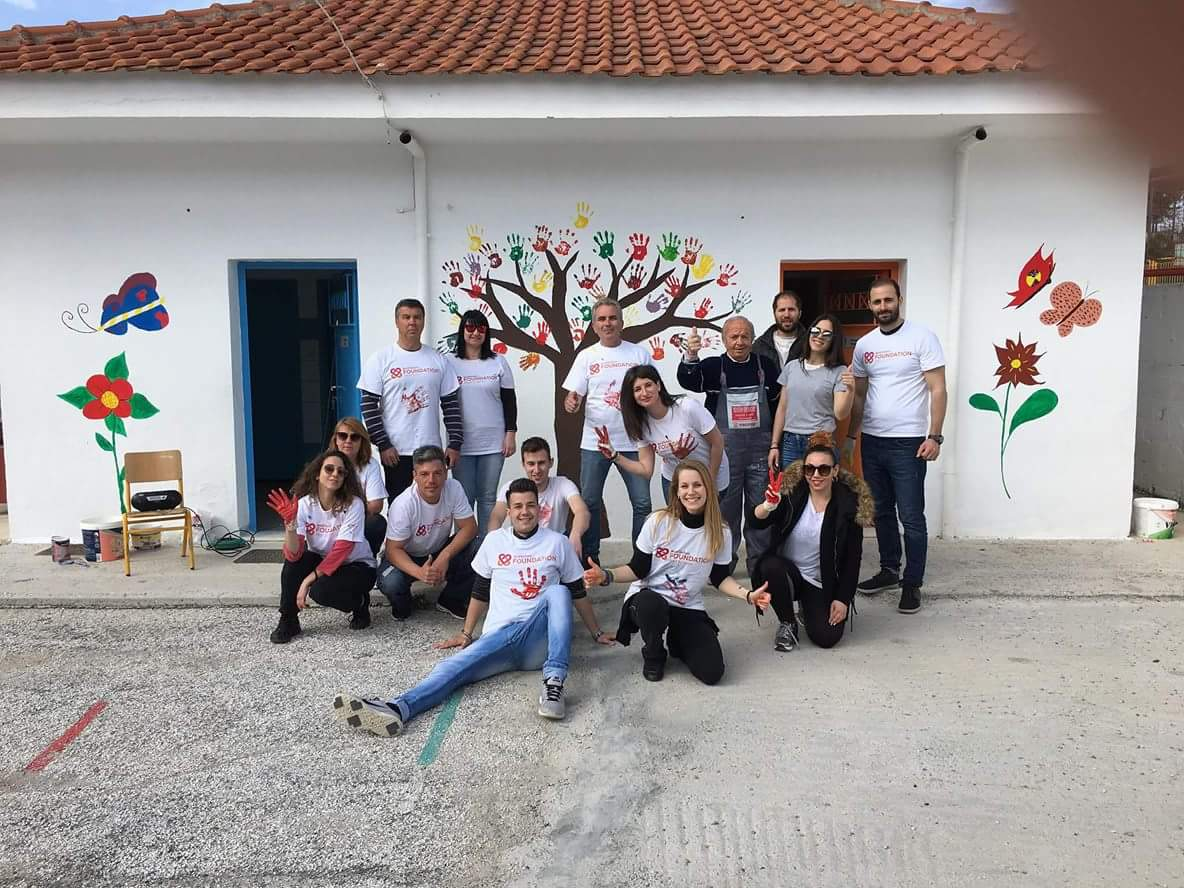 Εθελοντές έβαλαν την δική τους… πινελιά στο Δημοτικό Σχολείο Βερδικούσιας
