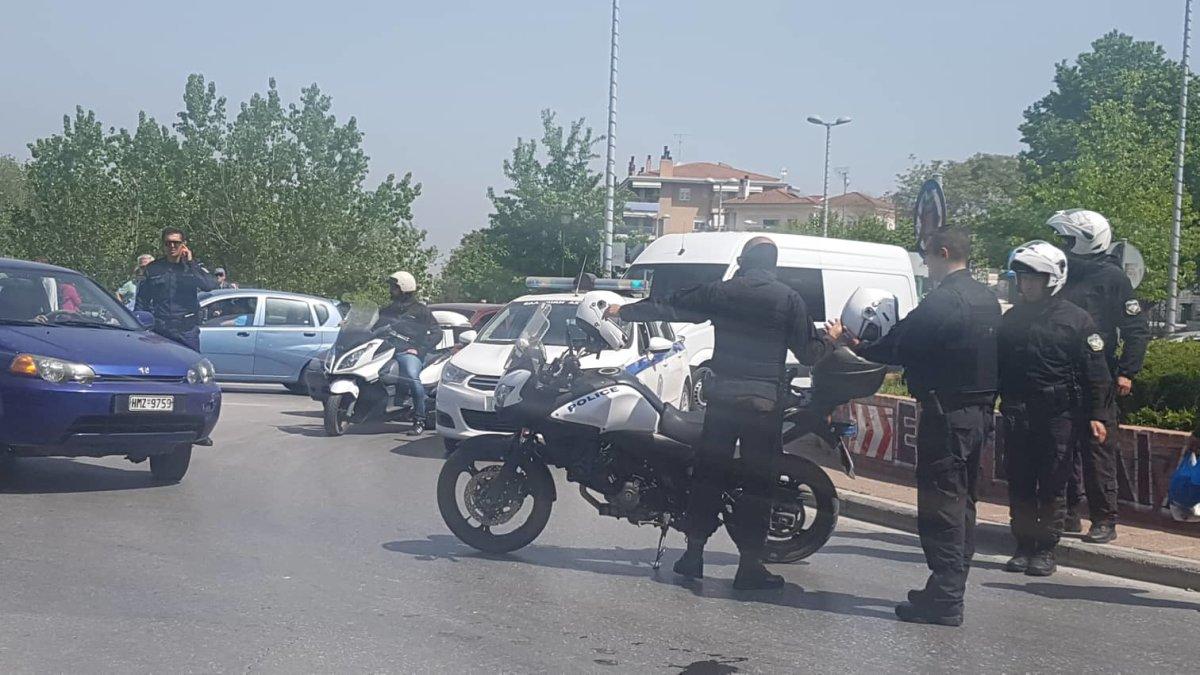 Συγκρούστηκαν αυτοκίνητο και μηχανάκι στη Λάρισα (φωτ.)
