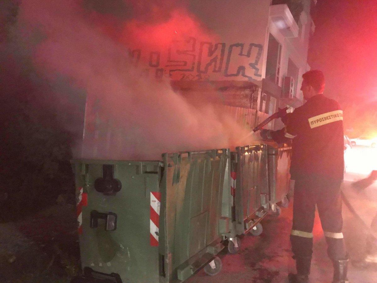 Φωτιά σε κάδους στη Λάρισα