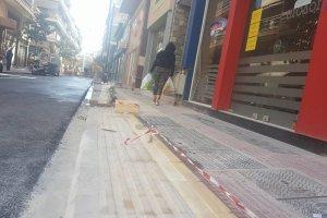 Λάρισα: Γιατί τέτοια κλίση στα πεζοδρόμια της Ηπείρου; (φωτ.)