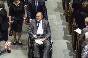 Στο νοσοκομείο ο Τζορτζ Μπους – Μία ημέρα μετά την κηδεία της συζύγου του