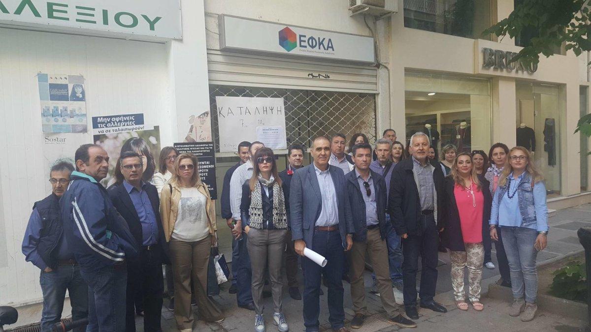 Λάρισα: Κατάληψη από εργαζόμενους στα γραφεία ΕΦΚΑ